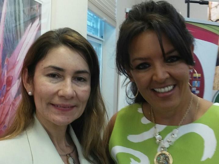 Lucía Vélez de Fundación Latinoamericanos Unidos y María Elena Lavaud